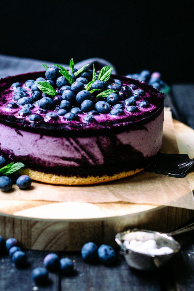 Zuckerfreier Cheesecake mit Blaubeeren